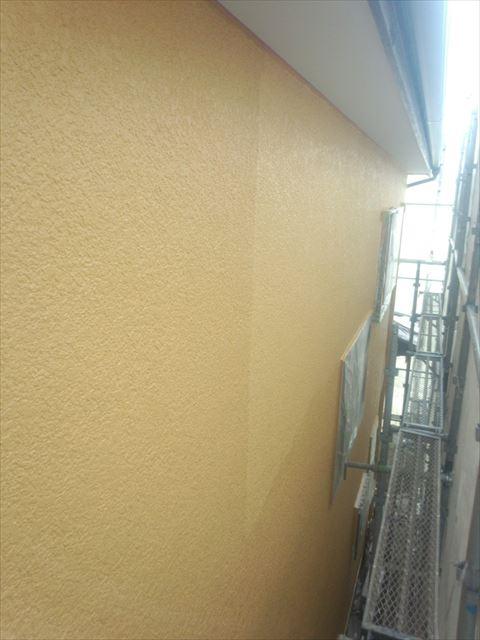 外壁上塗り中