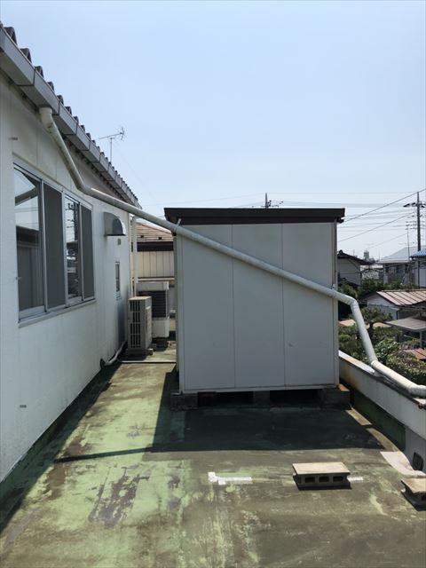 春日部市工場の防水工事でシート防水剥がし・物置撤去施工しました。