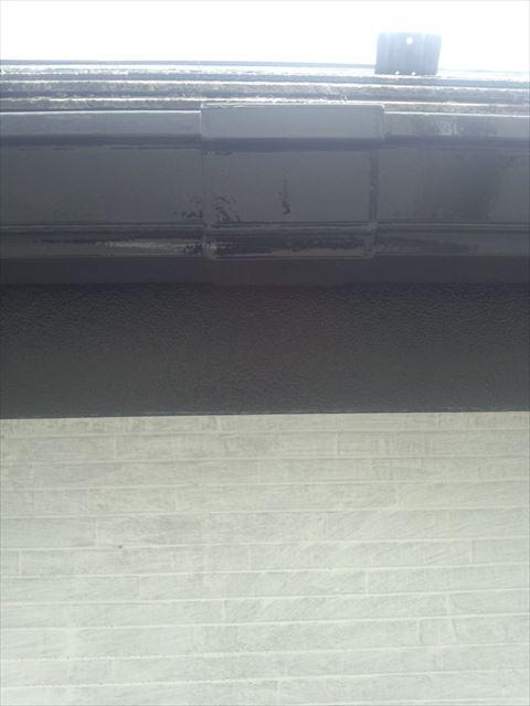 横樋塗装1回目完了
