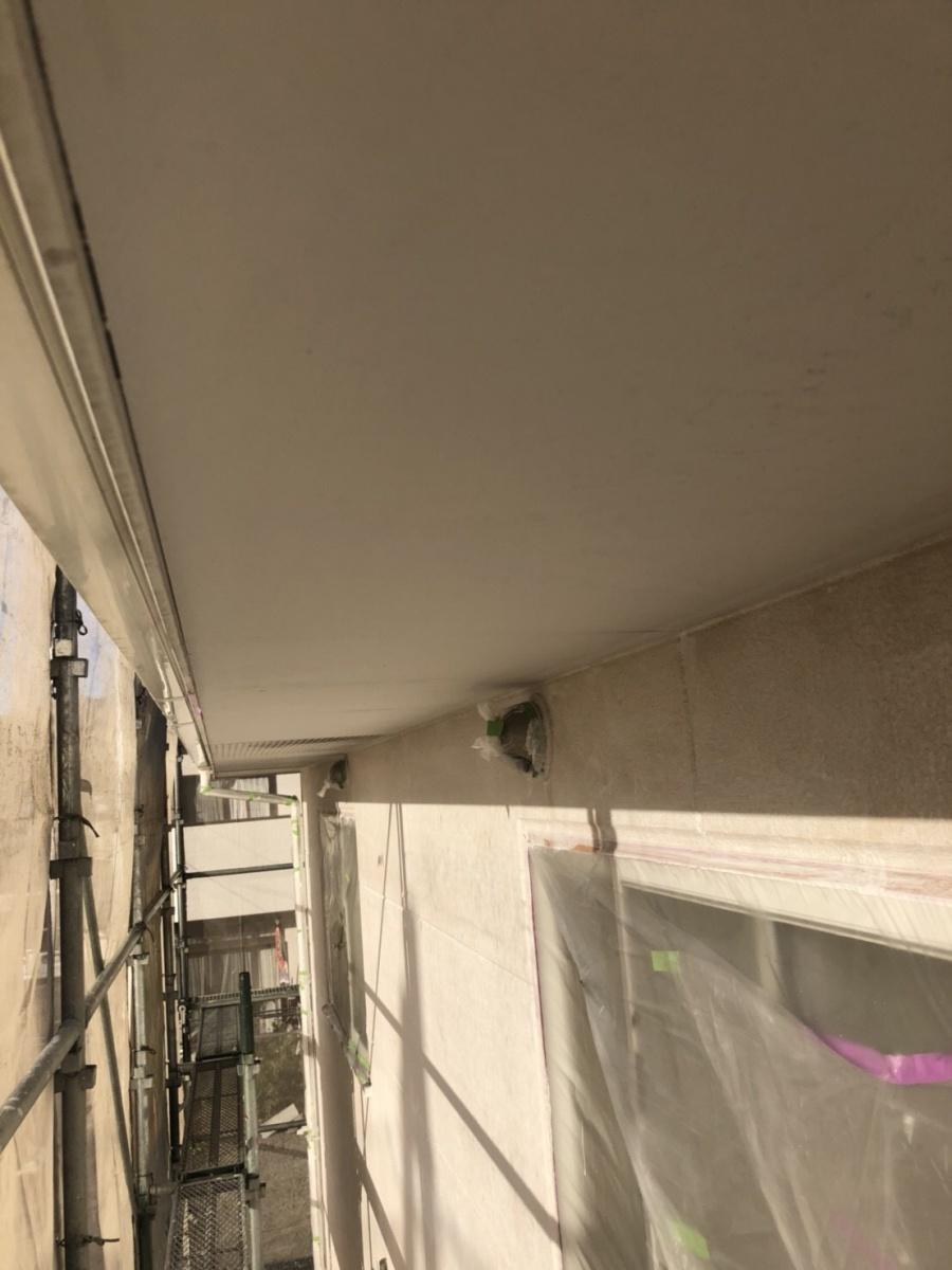 秩父下吉田にて軒天塗装、破風板部のコーキング打ち作業を行いました!