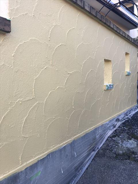 塀中塗り完了