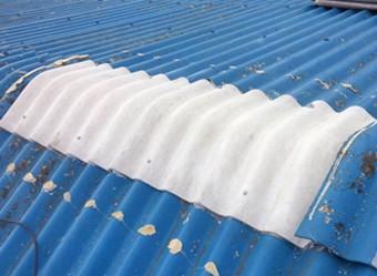 新たな屋根材を使い補修した屋根